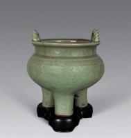 元 龙泉刻花卉三足炉 -  - 瓷器工艺品(一) - 2006年第3期嘉德四季拍卖会 -收藏网