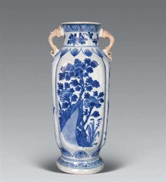 清康熙 青花花卉双龙耳方瓶 -  - 瓷器工艺品(一) - 2006年第3期嘉德四季拍卖会 -收藏网