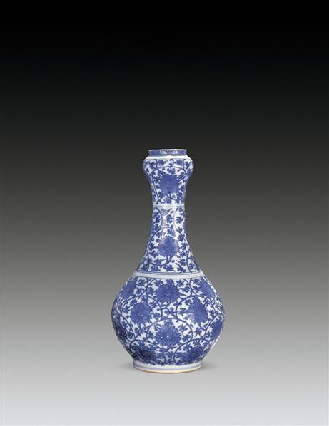 青花缠枝花卉蒜头瓶 -  - 瓷器 - 2010年秋季拍卖会 -收藏网