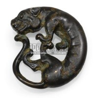 A WESTERN CHINESE BRONZE SLEEVE WEIGHT IN THE FORM OF A FELINE -  - 中国瓷器工艺品 - 2011春季拍卖会 -收藏网