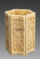 象牙雕缠枝西番莲纹六边型笔筒 -  - 中国古典家具及古董珍玩 - 2011年春季艺术品拍卖会 -中国收藏网
