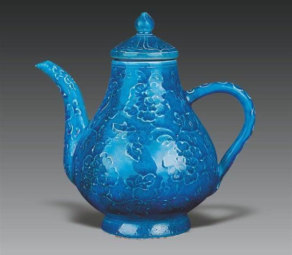 明宣德孔雀蓝釉牡丹花纹梨式壶 - - 历代瓷器 - 2008秋季艺术