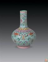 清乾隆 绿地粉彩缠枝花卉福寿纹天球瓶 -  - 瓷器古董珍品 - 2006首届慈善拍卖会 -收藏网