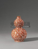 PERIOD OF QIANLONG AN EXTREMELY RARE IRON-RED DOUBLE-GOURD 'BAT' VASE -  - Qing Porcelain and Works of Art from a Private Col - 2007年秋季拍卖会 -收藏网