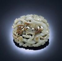 A CELADON AND RUSSET JADE DRAGON PLAQUE -  - 重要中国瓷器及工艺精品 - 2011年春季拍卖会 -收藏网