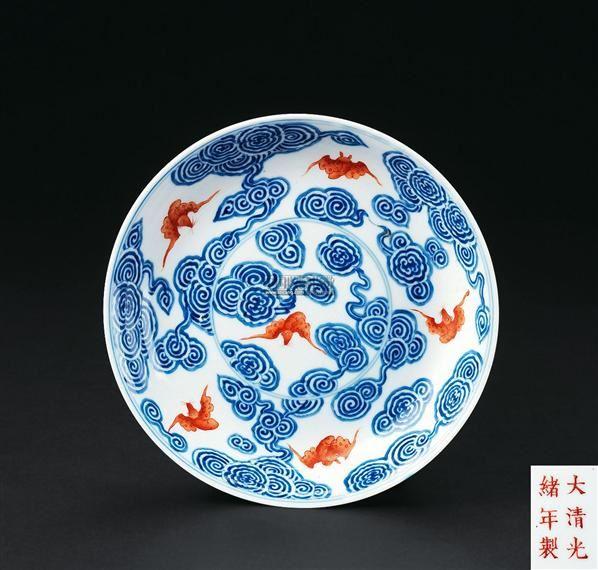 青花矾红五福云纹盘