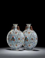 AN EXCEPTIONALLY RARE PAIR OF DOUCAI 'FLOWER PETAL' MOULDED MOONFLASKS -  - Yuan Ming Yuan, The Garden of Absolute Clarity - 2007年秋季拍卖会 -收藏网
