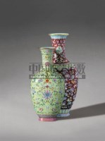 PERIOD OF JIAQING A RUBY-RED AND LIME GROUND DOUBLE VASE -  - Qing Porcelain and Works of Art from a Private Col - 2007年秋季拍卖会 -收藏网