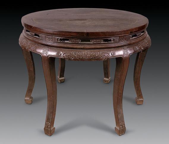 说明:该圆桌由两张半圆桌榫拼而成,以红木为材,选料上乘,包浆莹润。面攒框装板,面下托腮,高束腰,腰作券形开光并置卡子花牙。牙板浮雕福从天降、杂宝纹,雕工精美。腿作S曲线,内翻马蹄,足雕如意纹。呈现富丽雅致,古拙和谐之韵味。