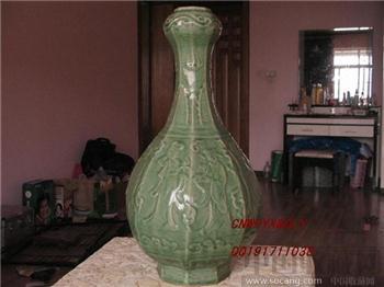 明初八仙过海八棱青釉浅浮雕蒜头瓶 高H57-收藏网