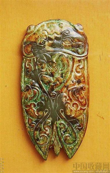 (商代的一些小动物留有玉皮及巧色)高古玉器大部分都带有沁色.