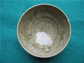 缥瓷刻花莲瓣纹碗-收藏网