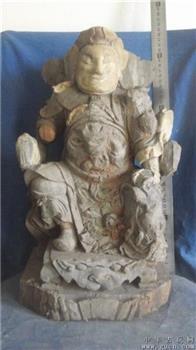 木雕武将,很大,后背的皮椅子与普通的佛像不同,非常精彩 -收藏网