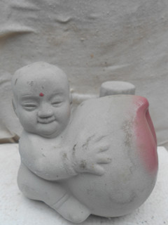 童子抱寿桃人物瓷酒瓶 -收藏网