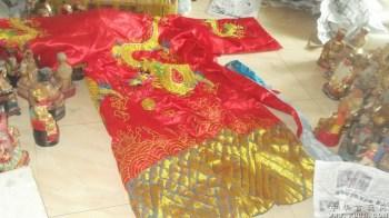 龙袍一件,好几条龙,拿回家当座椅的靠背不错 -中国收藏网