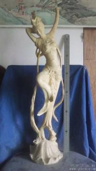 木雕佛像中的飞天神女,很大,崖柏木 -中国收藏网