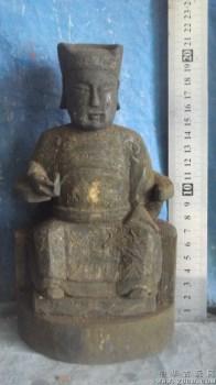 木雕佛像,在寺庙里被香火熏的很黑了-收藏网