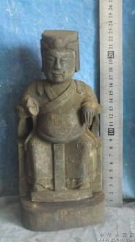 佛像木雕,在寺庙里被香火熏的很黑了 -收藏网