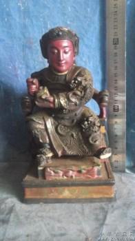 佛像木雕,在寺庙里被香火熏的很黑了 -中国收藏网