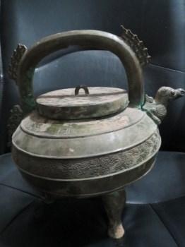 青铜三足提梁壶-收藏网