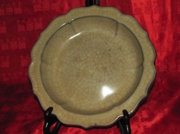 北宋官窑米黄釉葵形三如意足六棱洗-收藏网