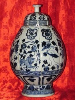 元青花花鸟虫鱼纹八瓣瓜形盖罐-收藏网