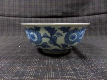 明缠枝菊瓣纹青花碗-收藏网