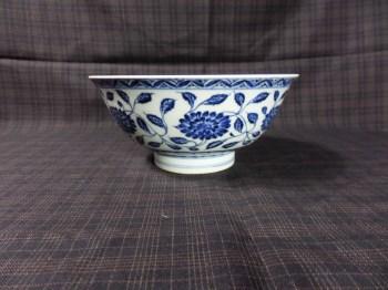 清仿缠枝菊瓣纹青花碗-收藏网