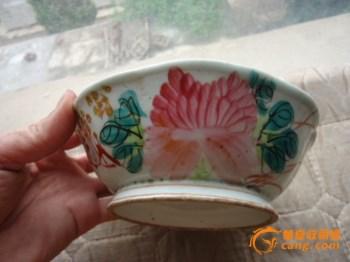 下乡收来的清末民国时期的莲瓣花卉纹粉彩大碗 -收藏网