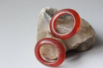 缠丝红玛瑙环2个-收藏网