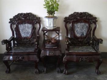 清晚期楠木嵌大理石精雕龙凤纹太师椅三件套-收藏网