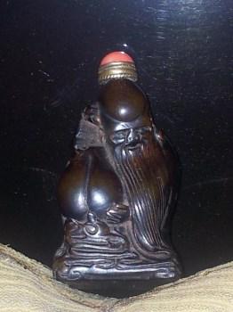 造型独特的老寿星状鼻烟壶 -收藏网