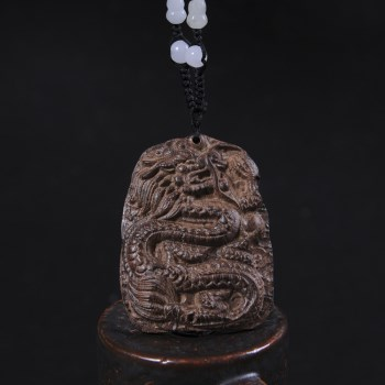 越南天然沉香原木 龙牌吊坠雕件沉香 辟邪护身保平安挂件送礼佳品-收藏网