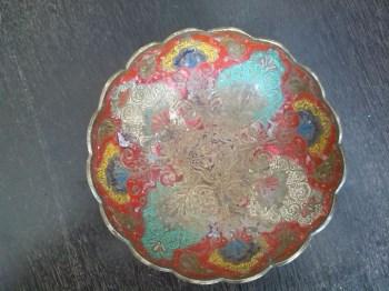 色彩艳丽的黄铜盘-收藏网