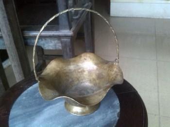 造型优美的手工铜盘-中国收藏网