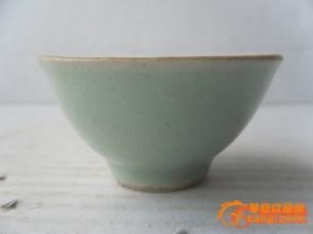 包老出土开门清中期带底款豆青釉酒杯-中国收藏网