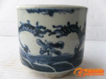 大开门清中期青花双龙戏珠三足炉-中国收藏网