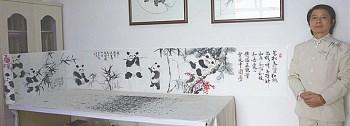 本人代表作26米*0.46米长卷熊猫诗意画《弘扬正能量实现中国梦》寻觅知音收藏!主题思想是:青松气质、红梅品格、竹子精神、和平、和谐、和睦、和善、爱心、友谊,画中56只熊猫象征56个民族共同传播正能量!实现中国梦!(局部照片、有视频)。-中国收藏网