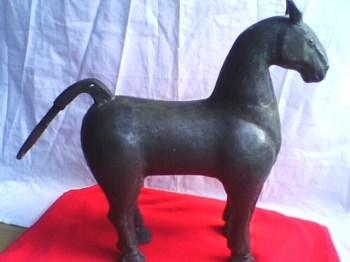 汉代《银铜合金马》-收藏网