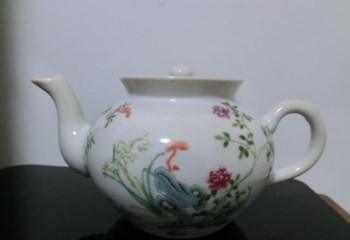 清咸丰款-粉彩花卉蝴蝶茶壶-中国收藏网