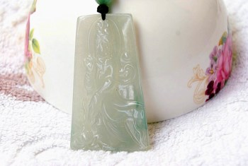 缅甸A货翡翠 老坑带冰种浅绿观音 送证=编1-中国收藏网