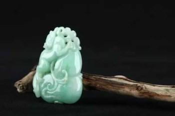 香港回流 糯种老翡翠 吊坠 松鼠瓜果-中国收藏网
