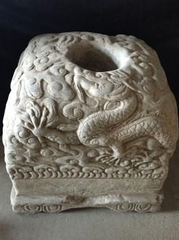 青白石石雕双龙座-中国收藏网