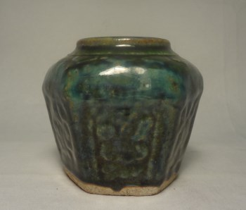 k979绿釉压花六角罐-收藏网