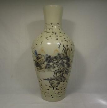 K1062山水浅降彩留空大瓶-收藏网