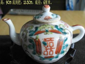漂亮的粉彩小茶壶-收藏网
