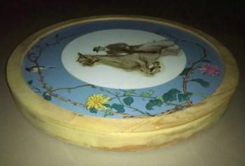 带厚实内外框的圆形布面油画《骑士》-收藏网
