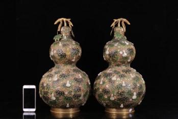 清代 铜胎景泰蓝嵌和田玉葫芦瓶一对-收藏网