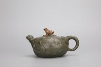 回流:【民国绿泥青蛙荷叶茶壶】-收藏网