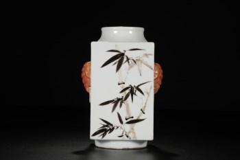 墨彩矾红象耳四方琮式瓶-收藏网